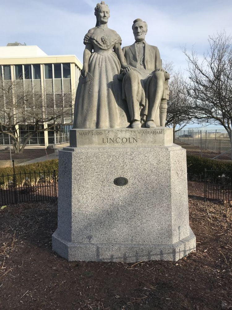 Abe and Mary Todd Lincoln Statute, Racine, Wisconsin
