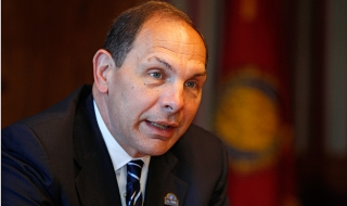 VA secretary assesses challenges, progress