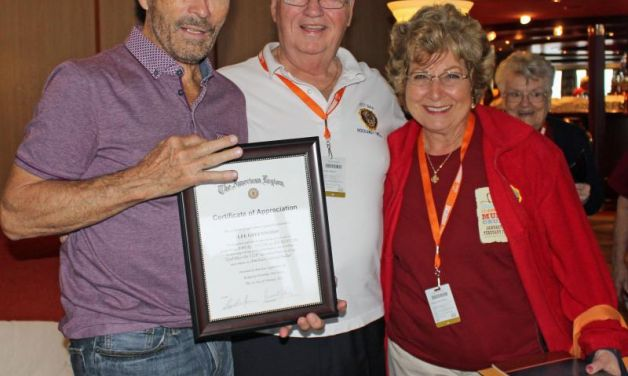 Lee Greenwood receives Certificate of Appreciation