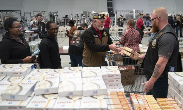 Kansas Legion Family helps deliver holiday feast to Fort Riley