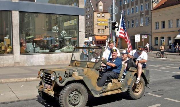 Post GR13 takes part in Plärrer parade
