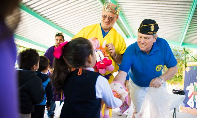 Mexico post delivers toys to preschoolers