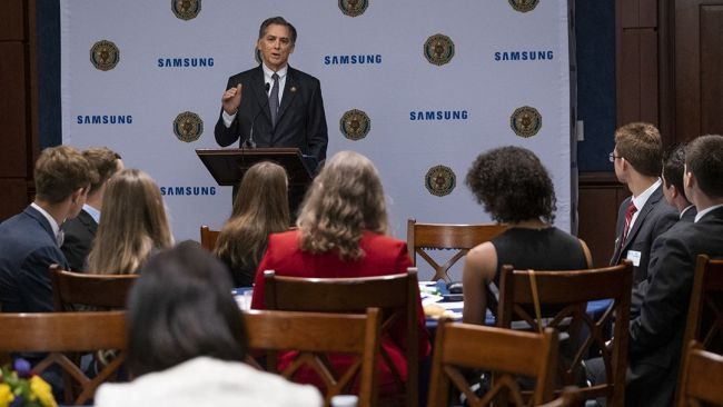 Young scholars give thanks to The American Legion, Samsung