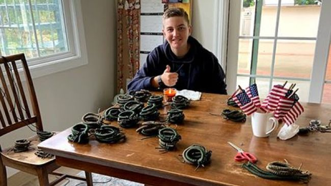 Eagle Scout of the Year makes emergency paracord bracelets