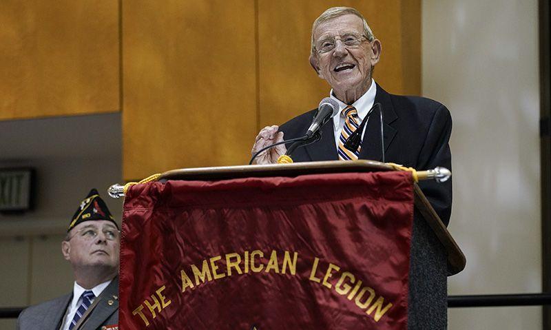 Hall of Fame coach Lou Holtz receives Legion 'Good Guy' award