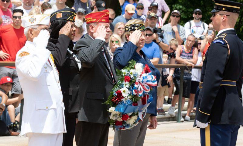 Vice president, American Legion honor fallen servicemembers at Arlington