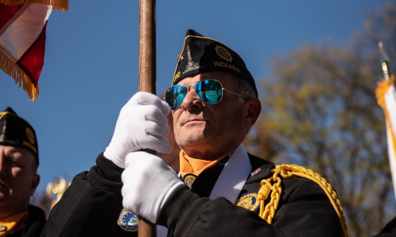 Indianapolis braves cold to thank all veterans