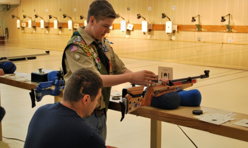 Scout teaches shooting to injured vets