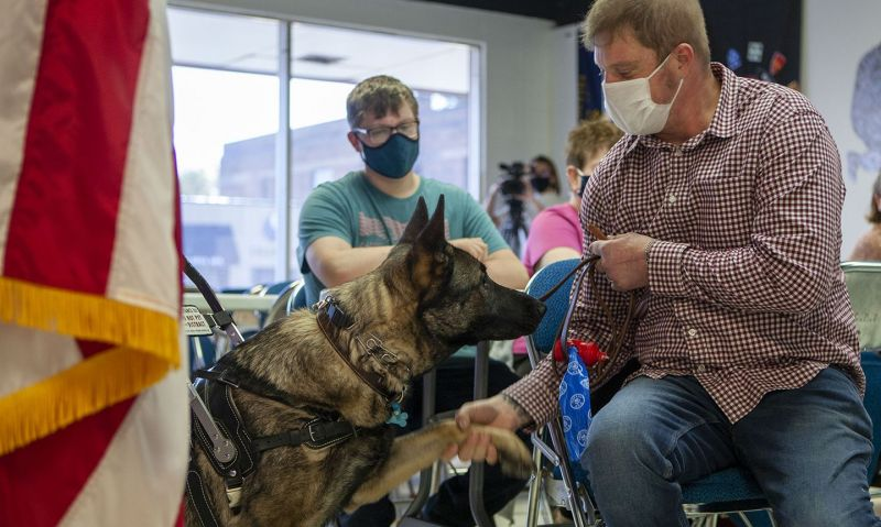 Legion-supported PAWS for Veterans Therapy Act passes House